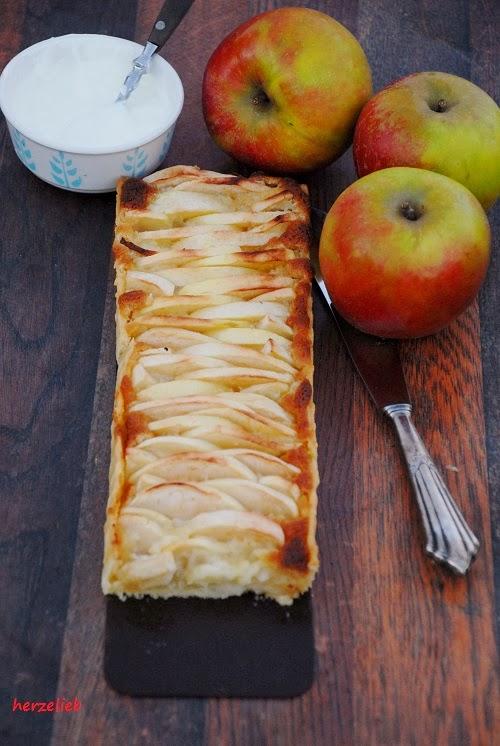Apfelkuchen Mal Anders Rezept Mit Marzipan Und Sauerrahm Schmand Sosse