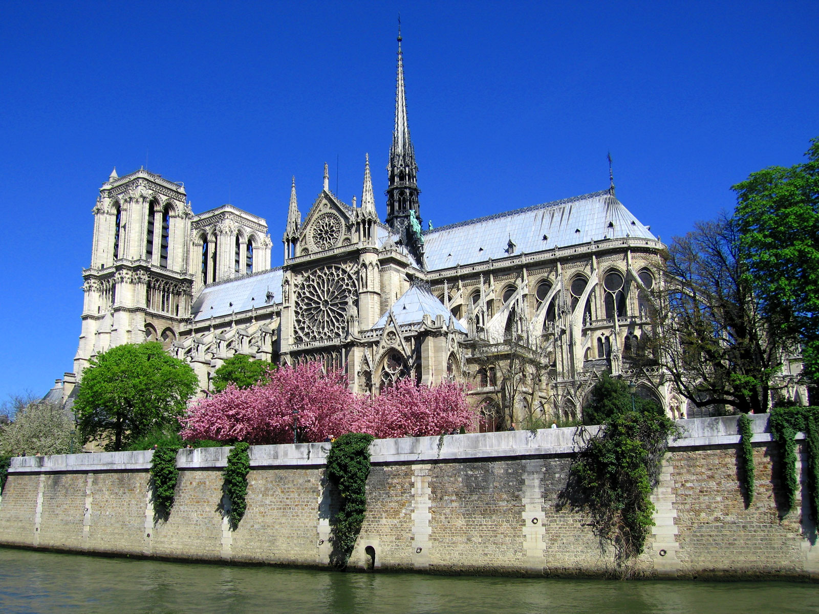 Travel Facts About The Breathtaking Paris France