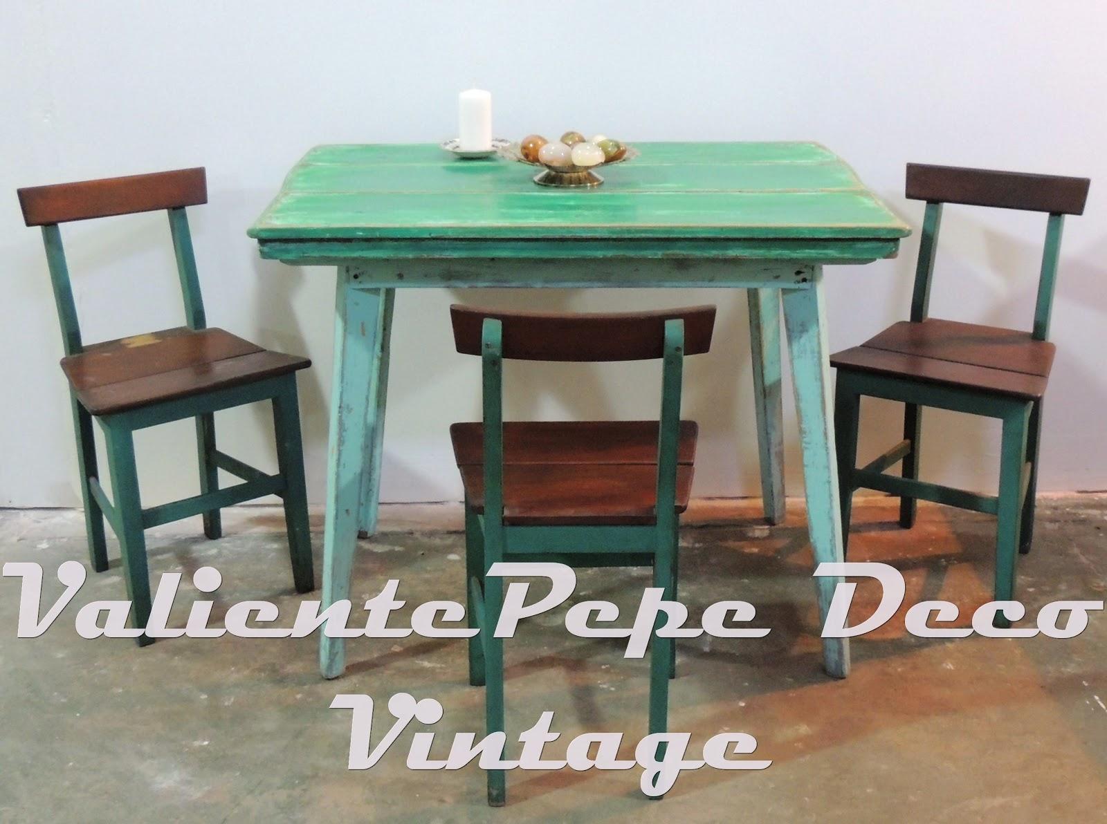 Antigua mesa de campo pata americana patinada en tonos de for Sillas para antecomedor