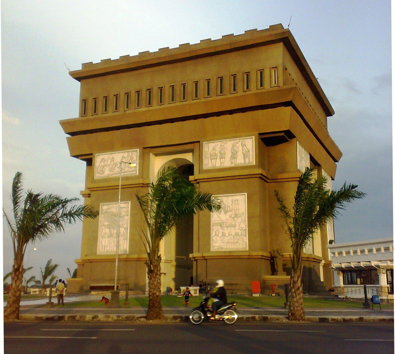 slg simpang lima gumul terletak di kabupaten kediri foto oleh