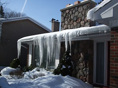 8 Ways To Combat Ice Dams on a Toronto home