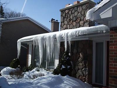 8 Ways To Combat Ice Dams on a Toronto home