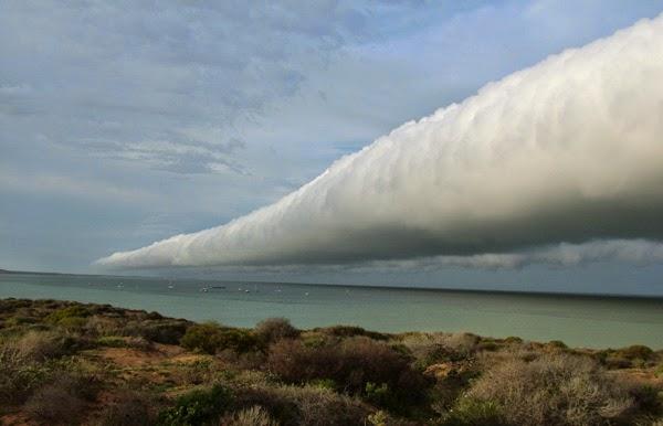 fenomena alam aneh gelombang awan