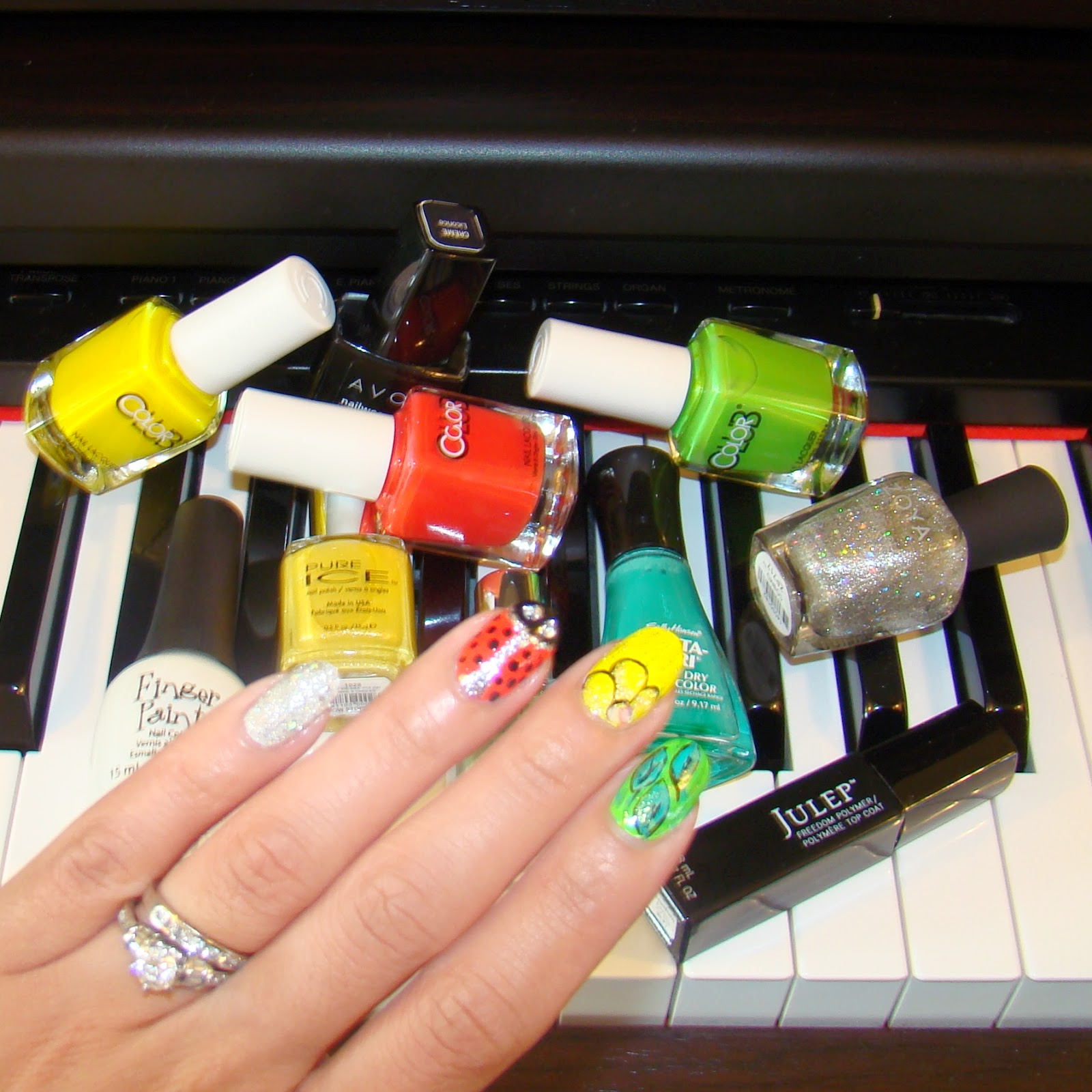 LadyBug Nails | PrettyNailsandTea.Blogspot.ca