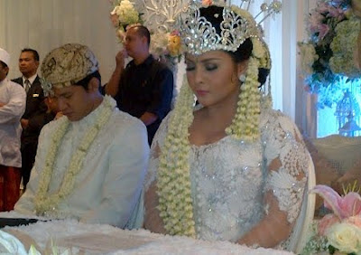 Foto Pernikahan Audy - Iko Uwais