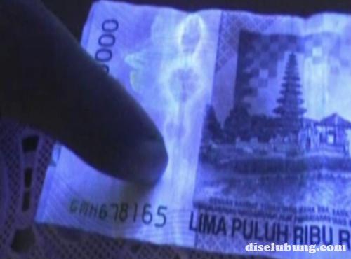 http://1.bp.blogspot.com/-3Qm7TwFBHw8/TypxmE2xAGI/AAAAAAAAC3Y/F3jzSg7Qy5A/s1600/pocong-uang+50000.jpg