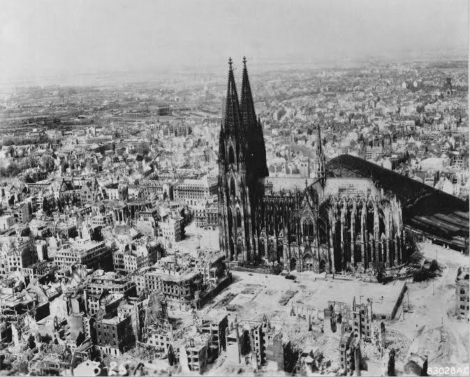 World war ii in pictures shootout at cologne cathedral for Koln ww2