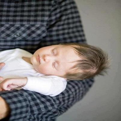Sommeil bébé : Petits moments de tendresse