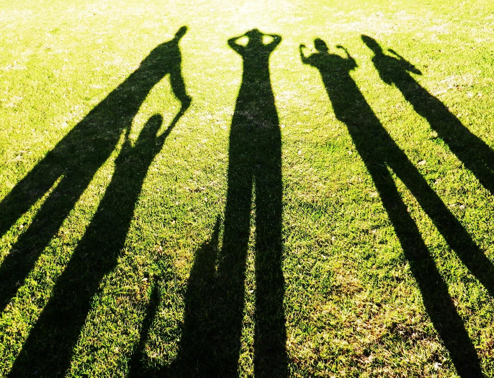 http://1.bp.blogspot.com/-3ROKt7UccLo/TwKMtbKBFHI/AAAAAAAABQE/ejlngLWyKSQ/s1600/Shadow%2BFamily%2B2.JPG