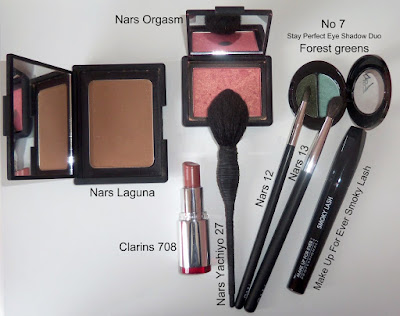 Nars Laguna, Nars Orgasm, Clarins Desert Rose Jolie Rouge, No 7 Forest greens duo eyeshadow, Make Up For Ever Smoky Lash, Nars Yachiyo, 12 and 13 brushes