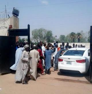 Lol. Men besiege Kano radio station after a girl on air promised to buy a car & house for whoever marries her (photo)