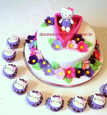 Bolo e cupcakes decorados Hello Kitty no barquinho