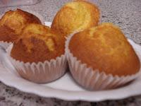 http://www.recetaspasoapaso.com/2010/05/magdalenas-caseras.html