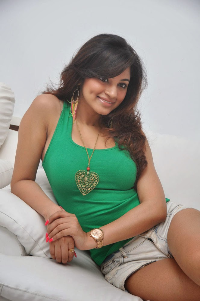 Shilpy Sharma in T-Shirt