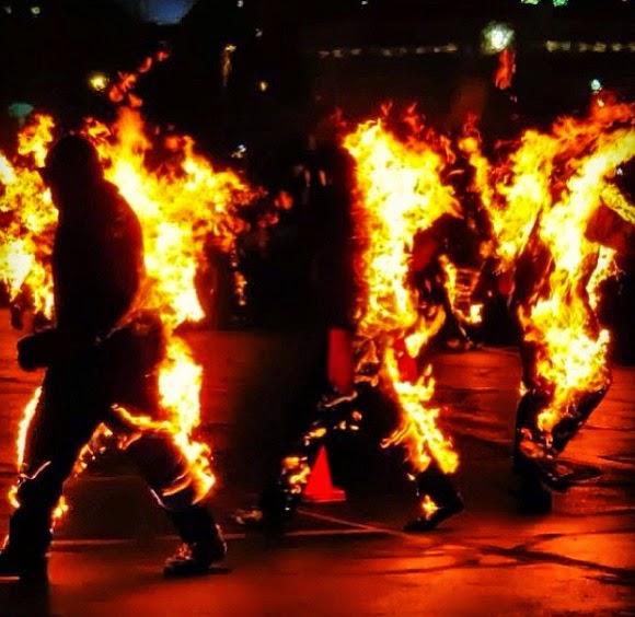 Personas en llamas