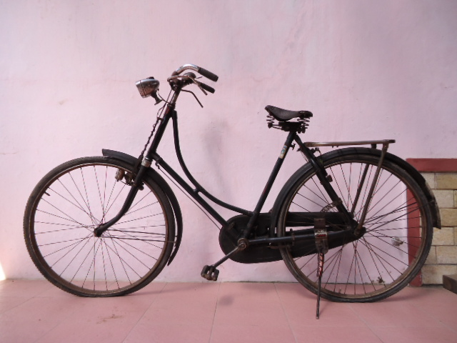 Selamat Datang di Tony's Antiques: Sepeda Hartog Antik