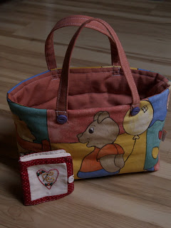Kislány táska és tűtartó