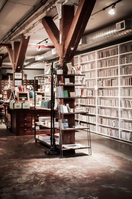decorar negocio estilo industrial vintage libreria