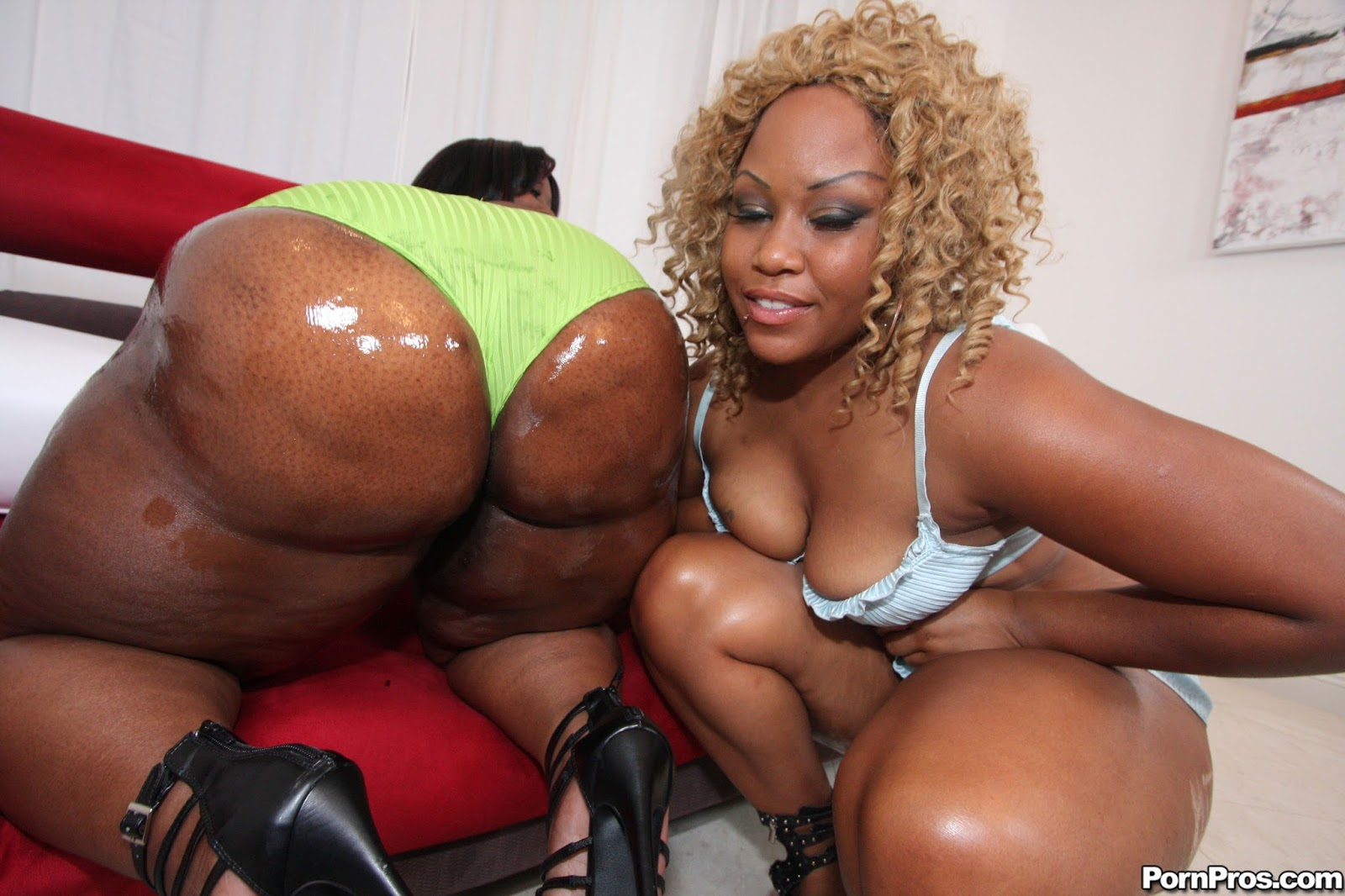 phat black naked women
