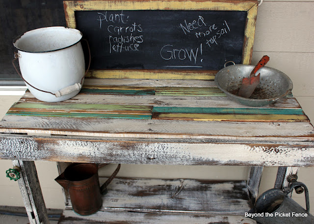 pallet potting bench Bob Vila thumbs up http://bec4-beyondthepicketfence.blogspot.com/2012/03/pallet-potting.html