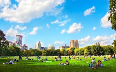 Un bonito día soleado en Nueva York en el Parque Central