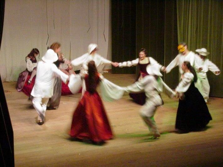 figura 5 - danza di zanni e cortigiane