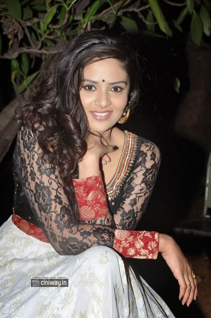 Actress-Sree-Mukhi-Stills-at-Kiraak-Music-Launch