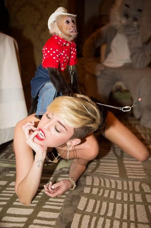 Miley Cyrus monkey jjbjorkman.blogspot.com