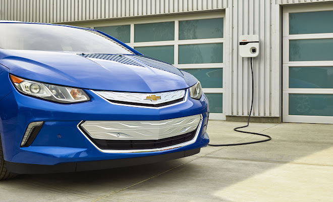 2016 Chevrolet Volt front view, charging