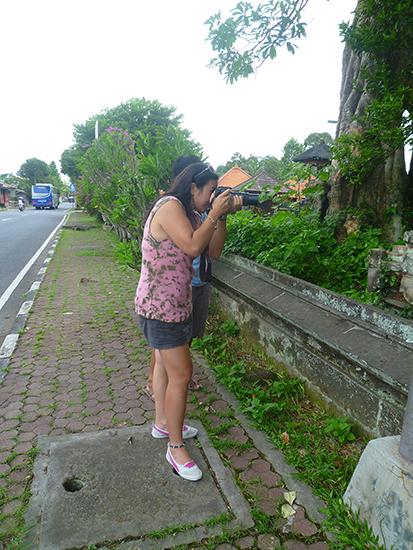 Sara saca fotos en Bali