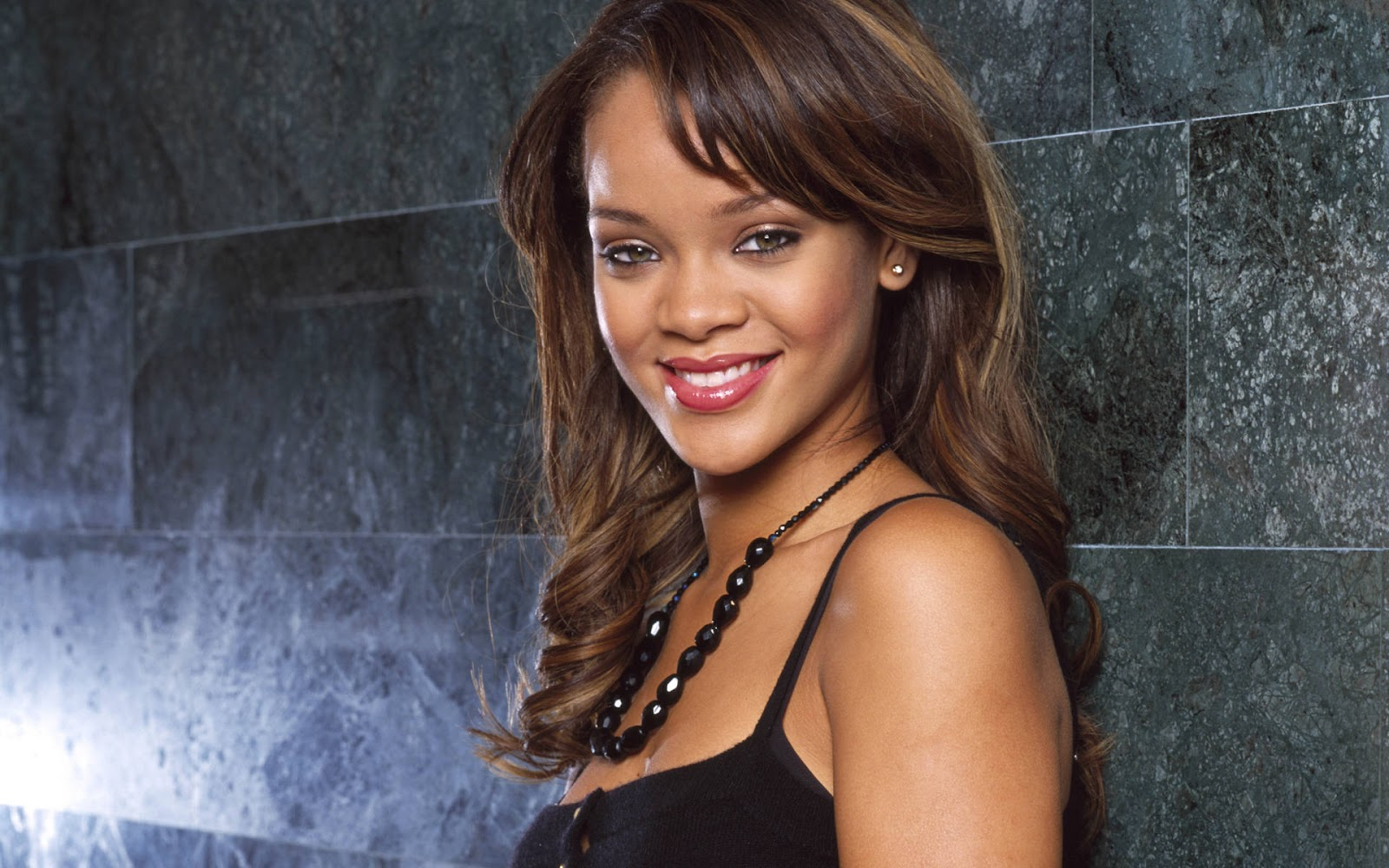 http://1.bp.blogspot.com/-3VPCtKcuFOQ/T9VRoSpUc9I/AAAAAAAADkE/969Pl9DAFBU/s1600/Rihanna-baby-photo-piccol+(10).jpg