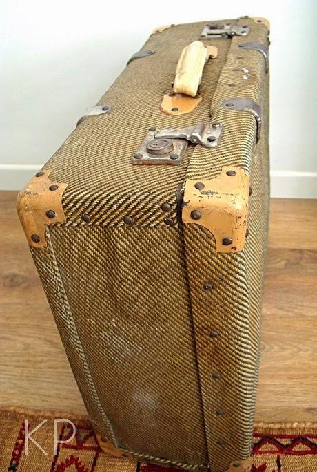 Alquiler de maletas antiguas para decoración y eventos o escaparates en valencia