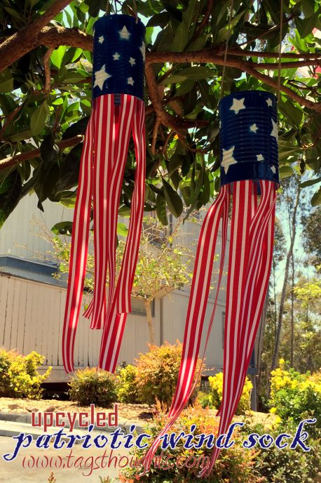 Upcycled Patriotic Windsock | 20 Crafts for the 4th of July - Independence Day DIYs | directorjewels.com