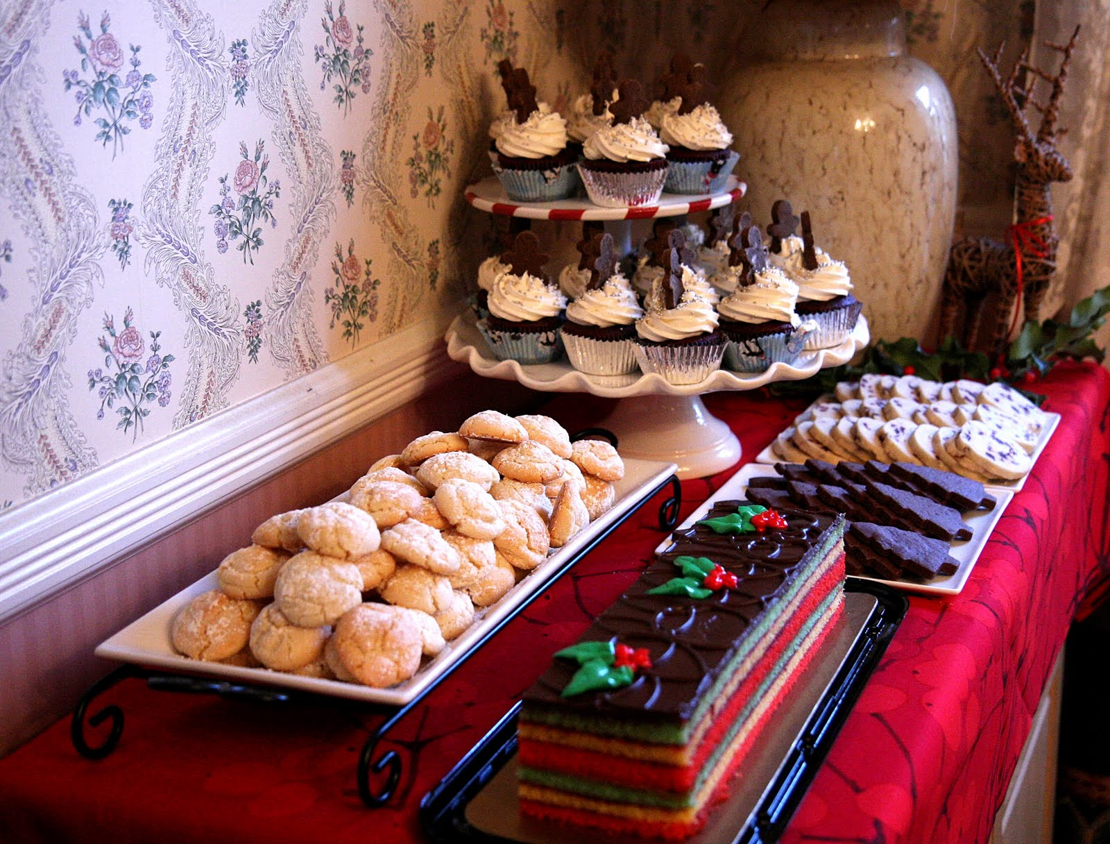 christmas dessert buffet cakes n goodies. Black Bedroom Furniture Sets. Home Design Ideas