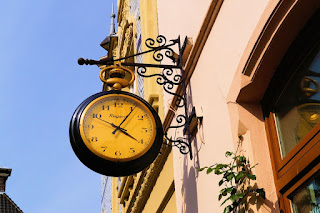 https://pixabay.com/static/uploads/photo/2014/05/05/19/56/clock-338531_640.jpg