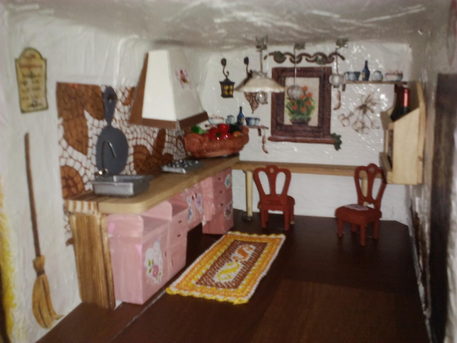 Gdm crea e decora la casa delle bambole for Sedie decorate a decoupage