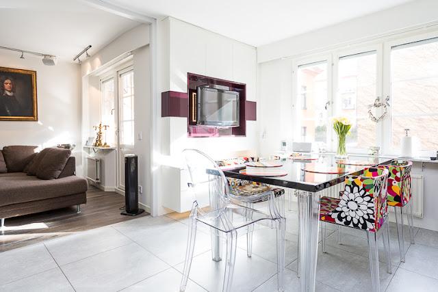 Decoraci n f cil un apartamento con elegantes toques de color for Cocina 18 metros cuadrados