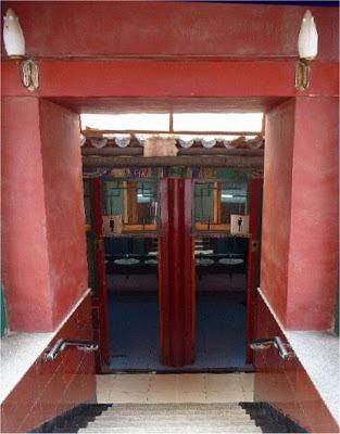 Public Toilets - Lama Temple - Beijīng