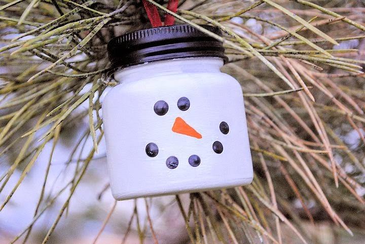 Bonhommes de Neige avec des Matériaux Recyclés