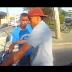 Motociclista filma momento em que é assaltado em sinal de São Paulo