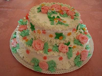 Prima torta a due piani buttercream roses da oggi vi for Piani artistici di 2 piani artistici