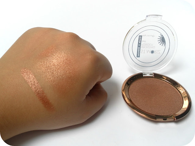 A picture of a swatch of the St. Moriz Bronzing Powder