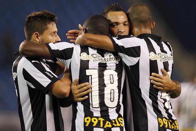 Em boa campanha na Série B, o Botafogo segue na liderança isolada (foto: Vitor Silva/SS Press)