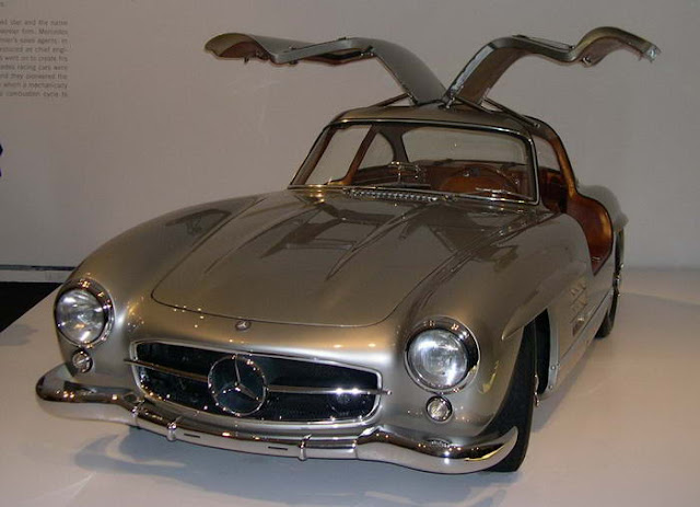 09 – Mercedes-Benz 300SL 'Gullwing'