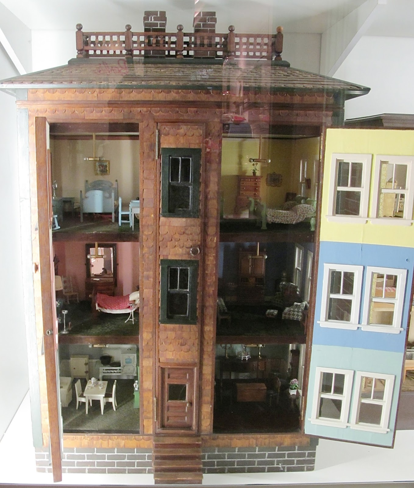 It is dated 1920 by the Museum, which would make the Tynietoy furniture  contemporary with the house. I think the Lynnfield furniture was created ... - Susan's Mini Homes: Round Shingle House At The Strong Museum
