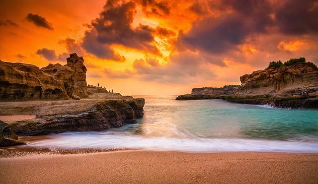Sunset Pantai Klayar - Wisata Indonesia
