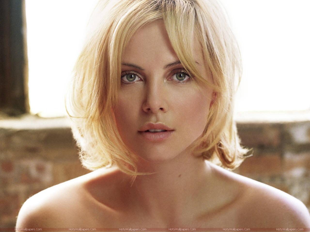 http://1.bp.blogspot.com/-3XZmVAm8CAQ/Tk0hINVlS6I/AAAAAAAAJLM/sxv-p-U0IEc/s1600/Charlize_Theron_cute_face_wallpaper.jpg