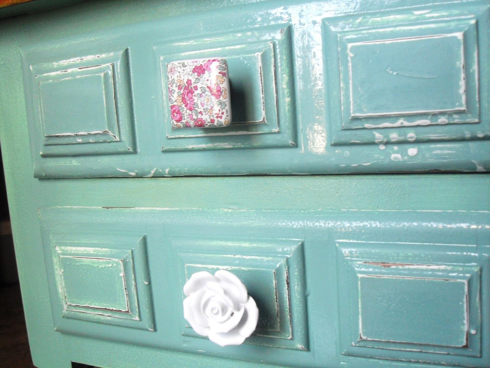 Mesitas re tuenadas pintadas en azul aguamarina for Pintura azul aguamarina