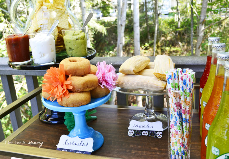 Serve a variety of easy to eat foods at your Día De Los Muertos Crafternoon Party