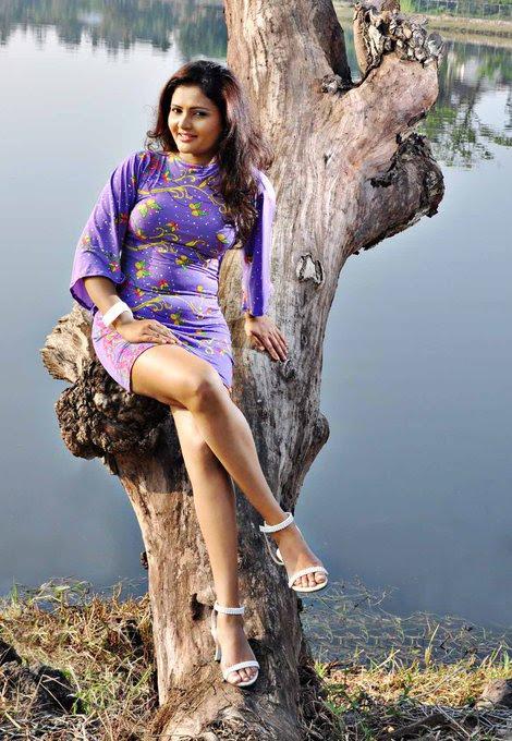 ameesha kavindi actress pics